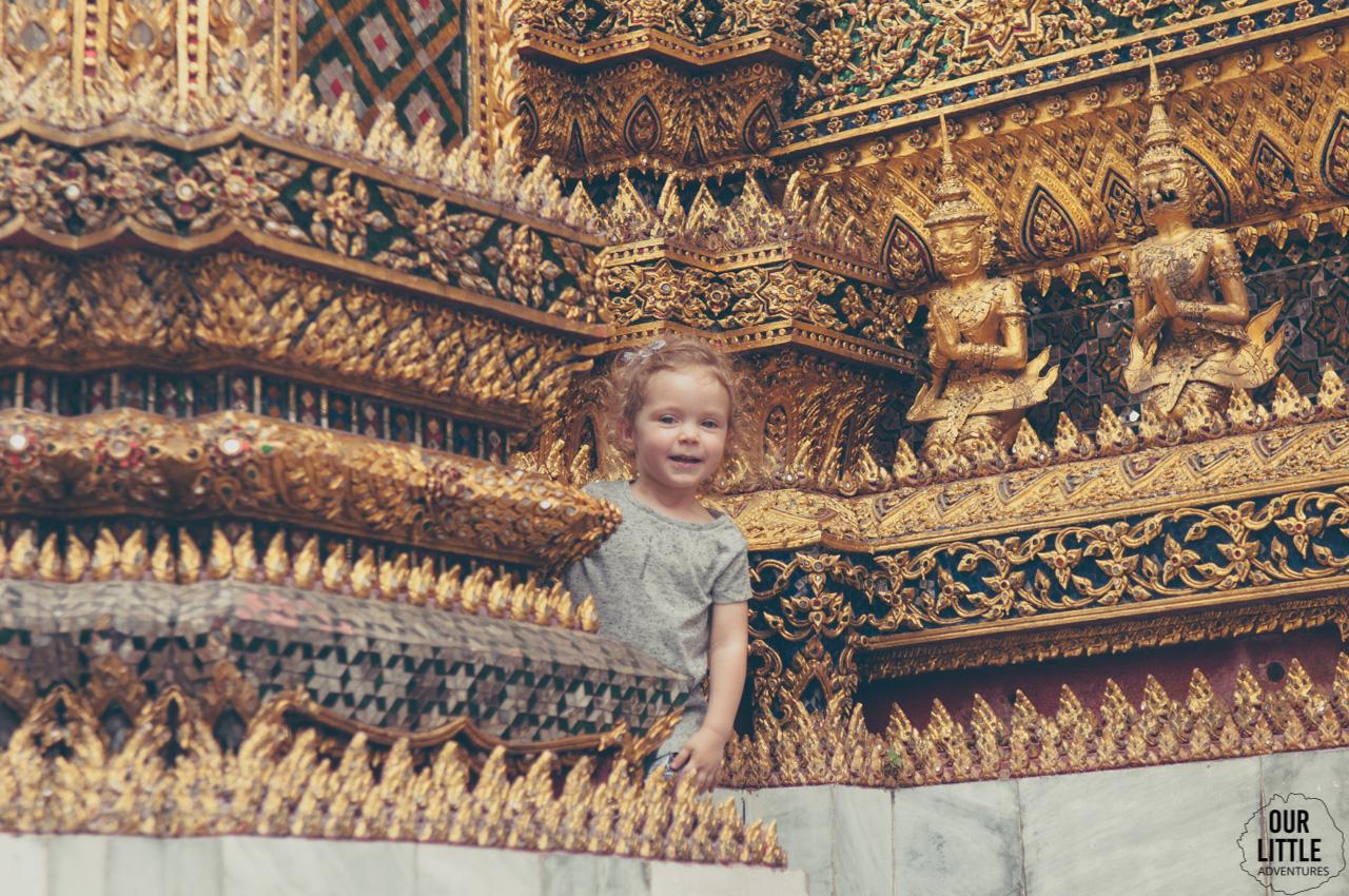 Dziecko w Bangkoku a dokładnie w pałacu królewskim