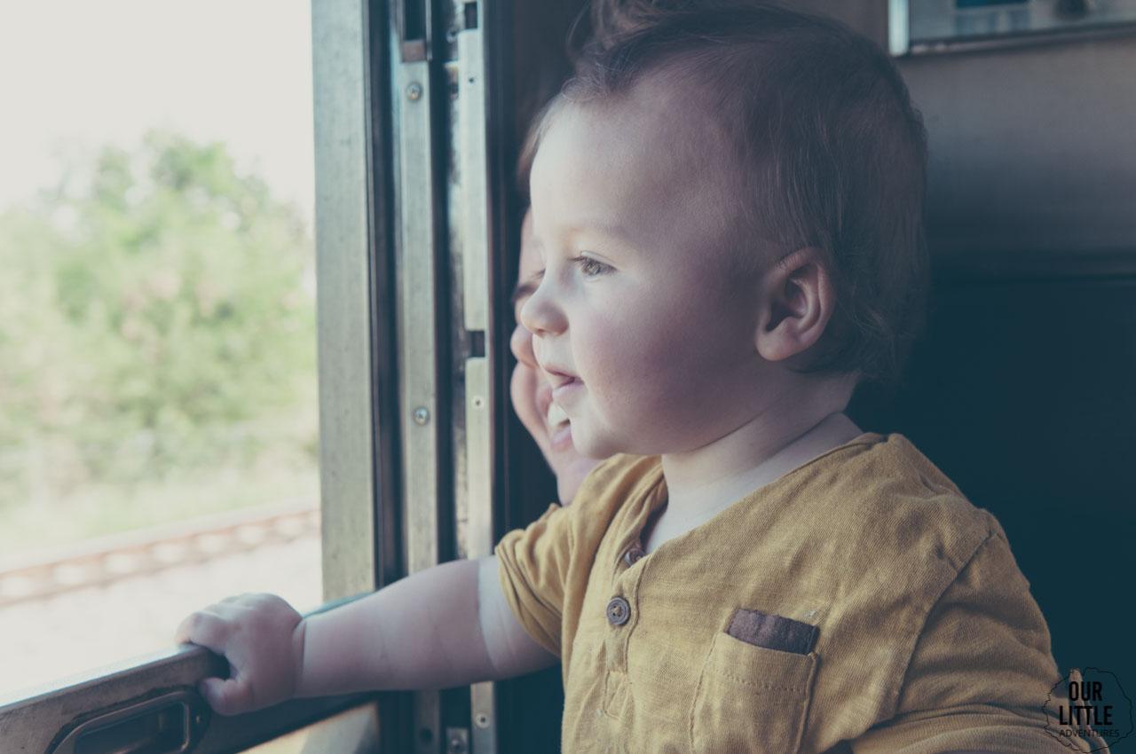 Jasio w pociągu do Lopburi - miasta małp