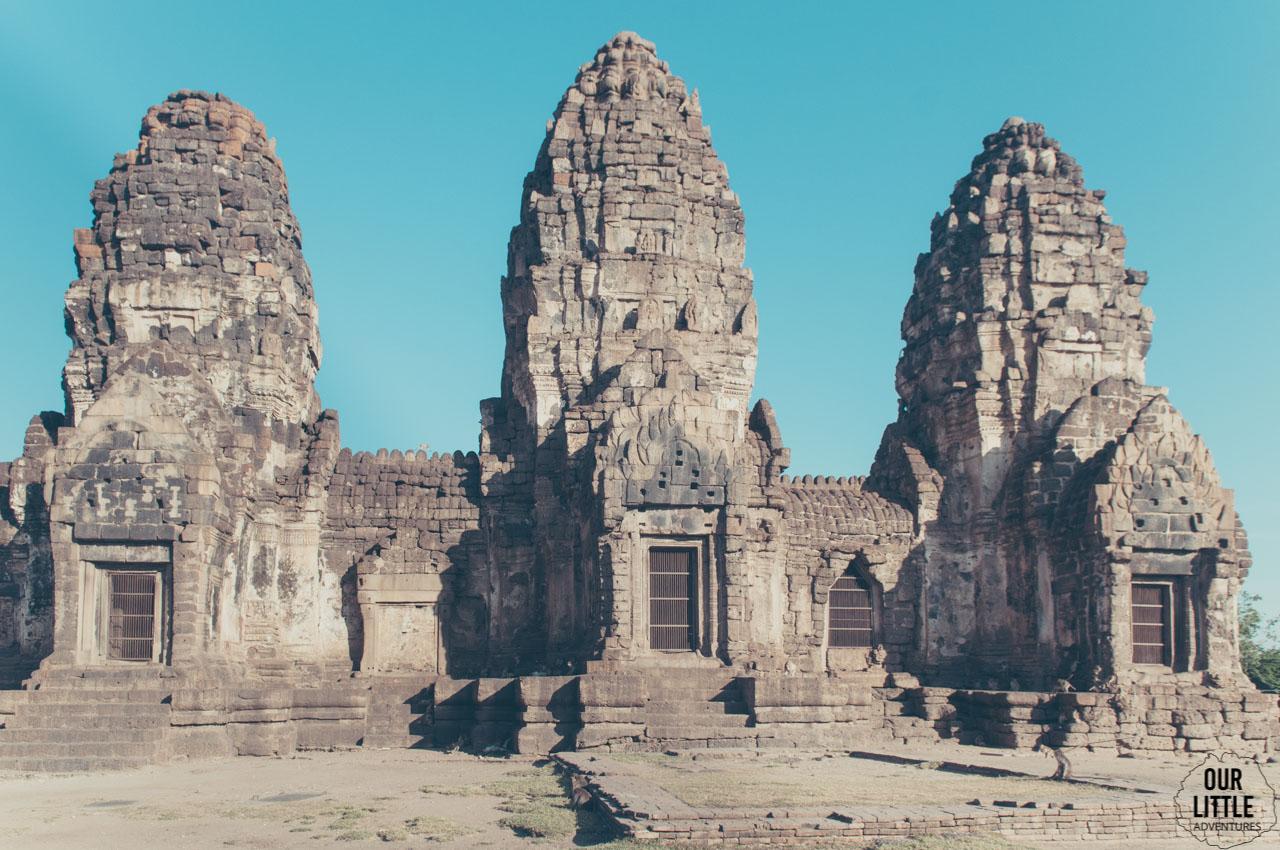 Świątynia Phra Prang Sam Yot w mieście małp Lopburi
