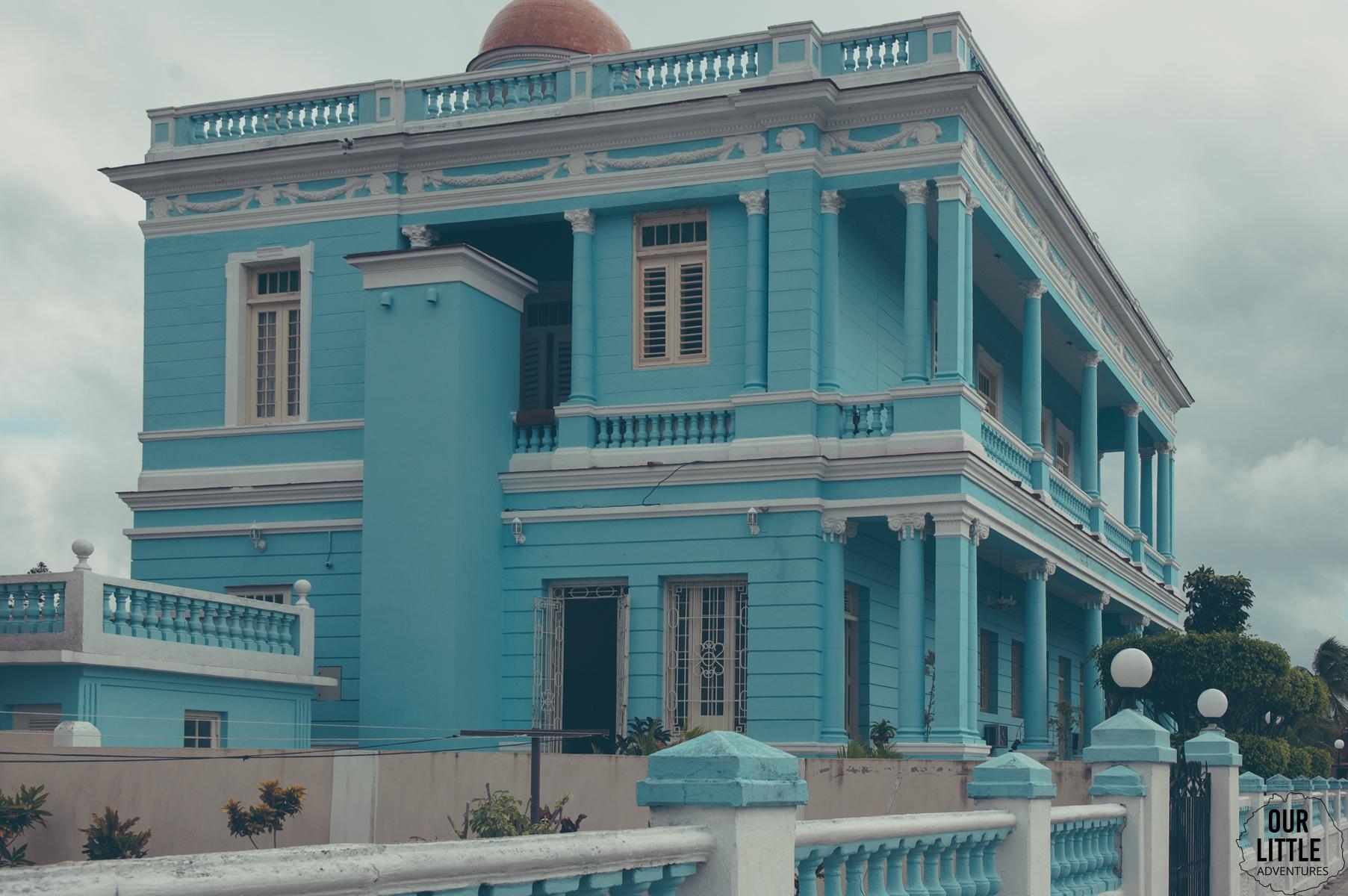 palacio azul - to przykład jednego z ładniejszych budynków w Cienfuegos