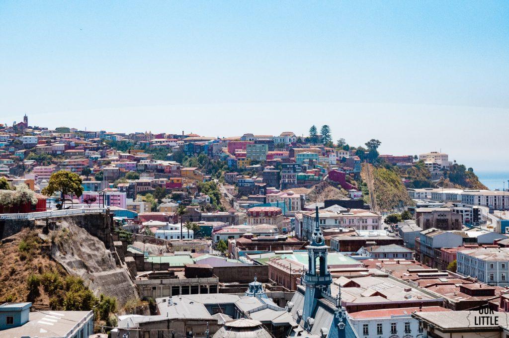 Widok na kolorowe Valparaiso