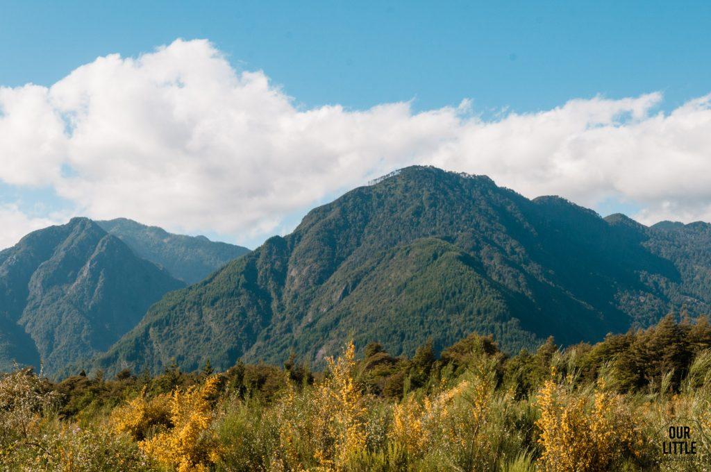 widok na masyw górski w okolicy Pucon