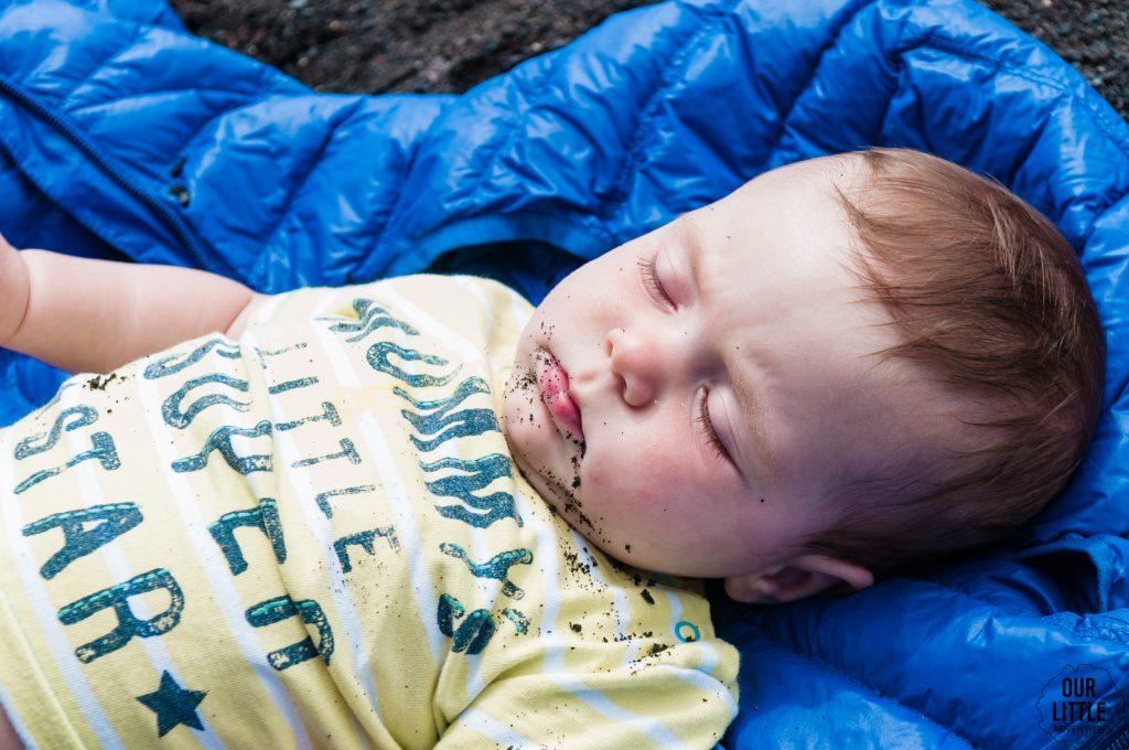 wulkaniczna plaża w Pucon dziecko w Chile