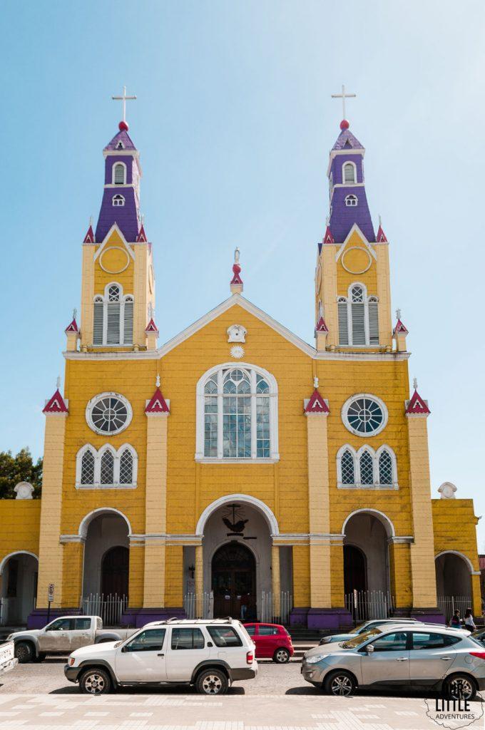 żółty kościół w Castro