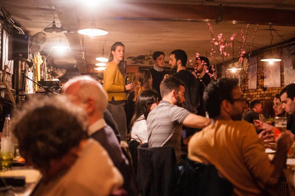 tłumy w restauracji w Wenecji