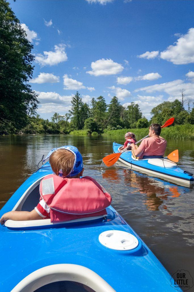 Kajakiem po Liwcu - świetny pomysł na pierwszy spływ kajakowy z dziećmi