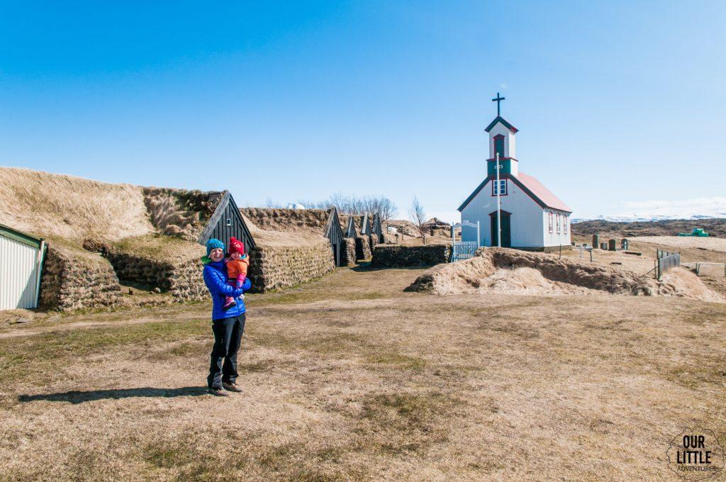 kościół, cmenatrz w Keldur - torfowej wiosce