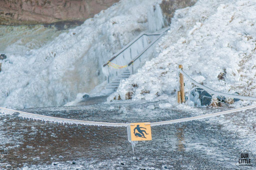 oblodzenie przy islandzkim wodospadzie slejalandsfoss