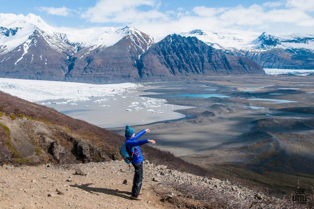 trekking na lodowcu vantajokull obfituje w takie widoki schodzącego lodowca