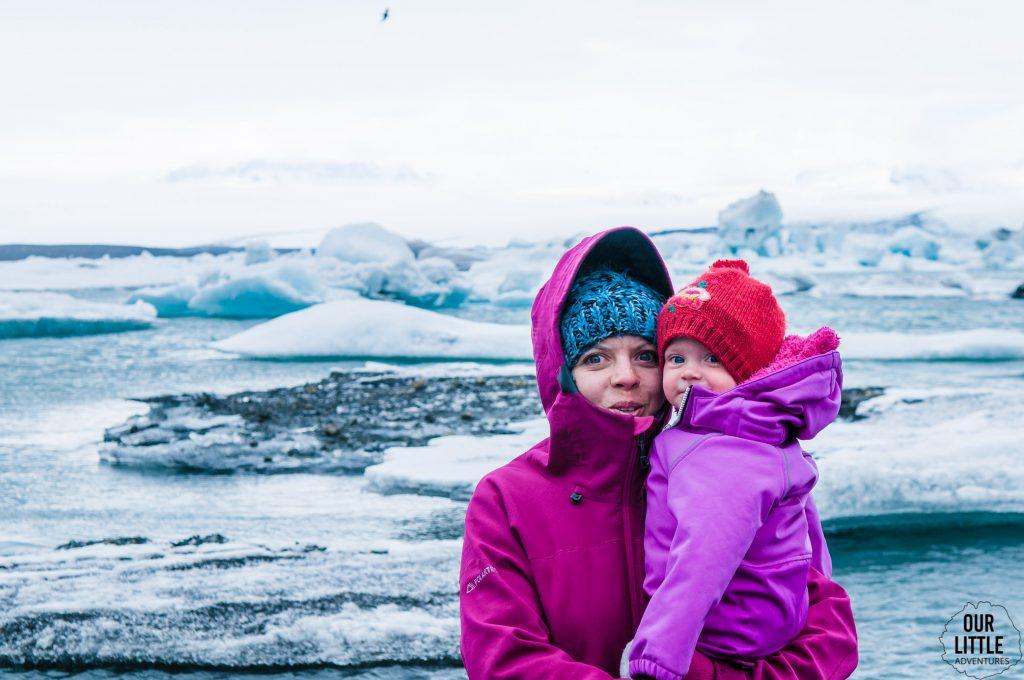 dziecko na lagunie lodowcowej jokursalon