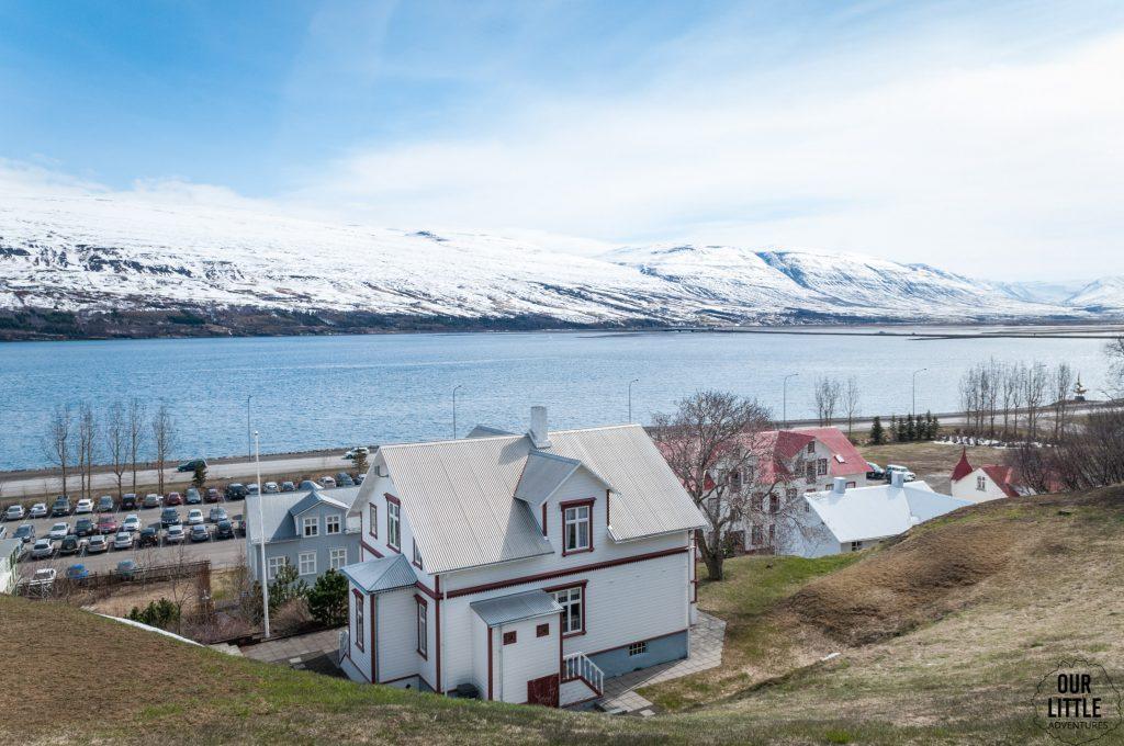 Widok na najdłuższy fiord na Islandii, Eyjafjordur, Akureyri