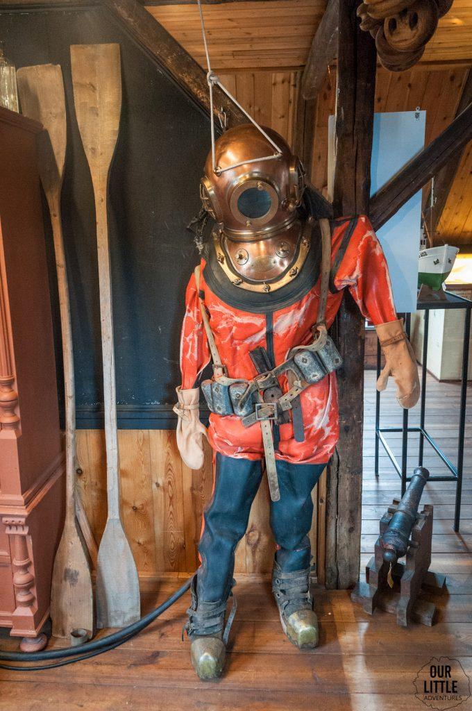 XX wieczny skafander nurka w Muzeum Morskie - Isafjordur