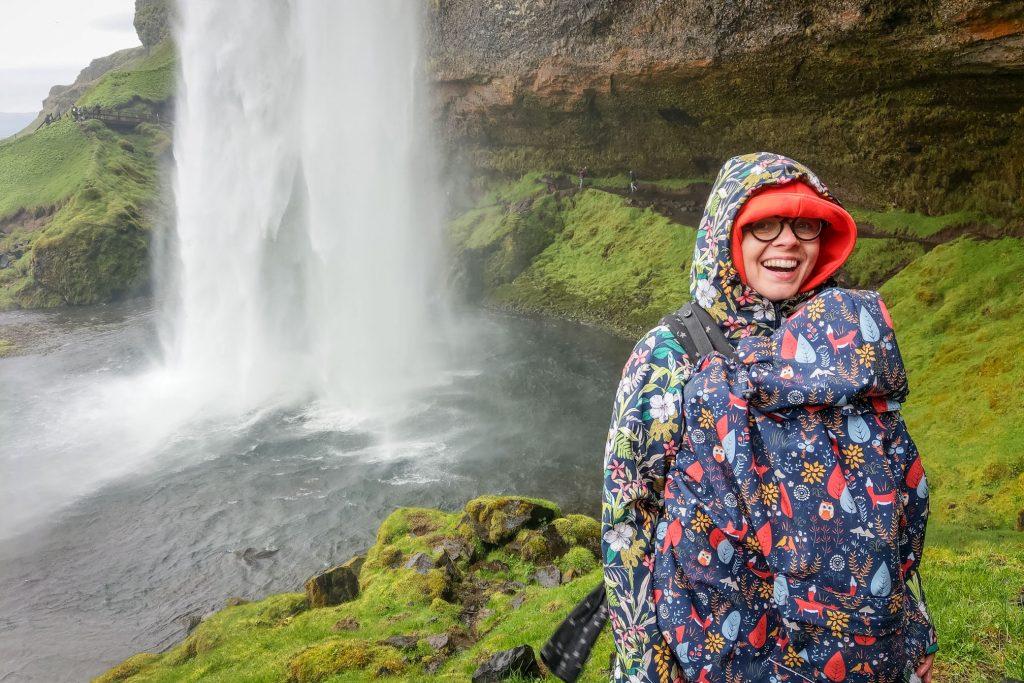 Co zrobić na Islandii? Wejść za wodospad!