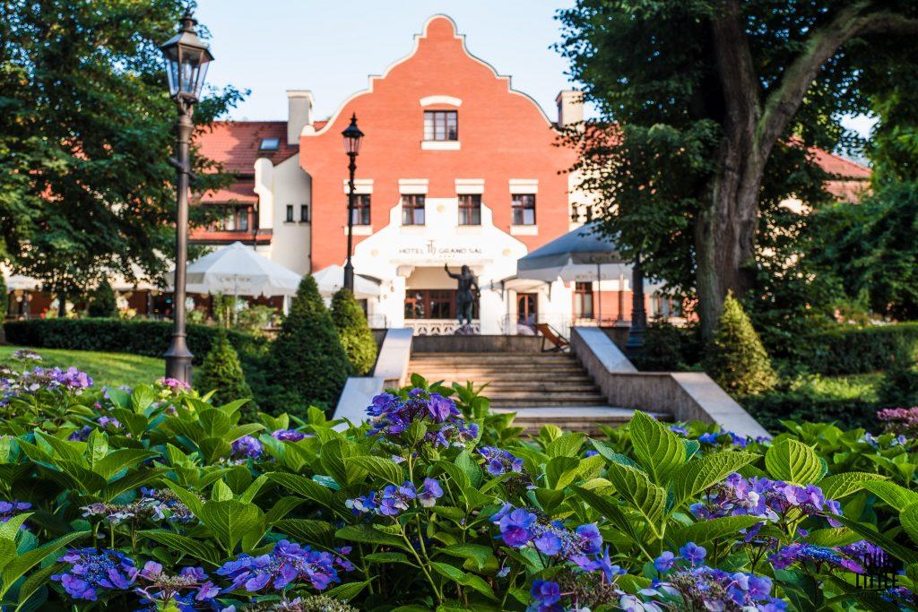 hotel grand sal w wieliczce widok z parku świętej kingi