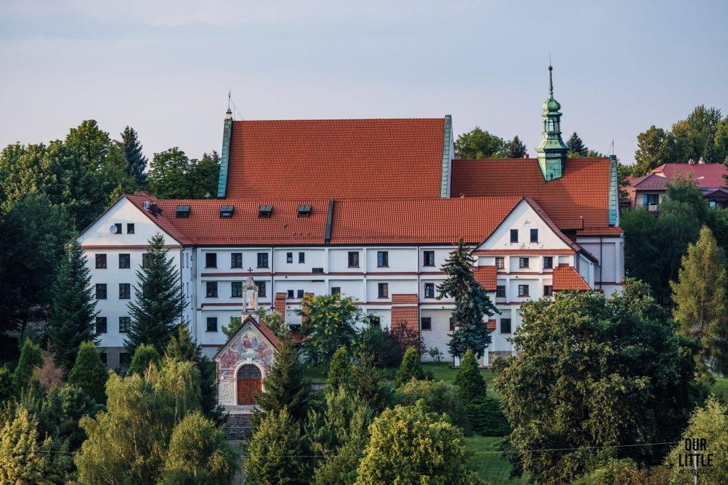 Wieliczka z dziećmi - widok na Klasztor Ojców Reformatorów z tężni solankowej