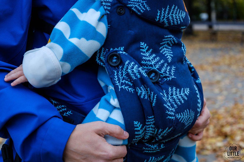Guziki do zmiany pozycji siedzenia dziecka przód tył w Tula Explore test i porównanie nosidełek Tuli