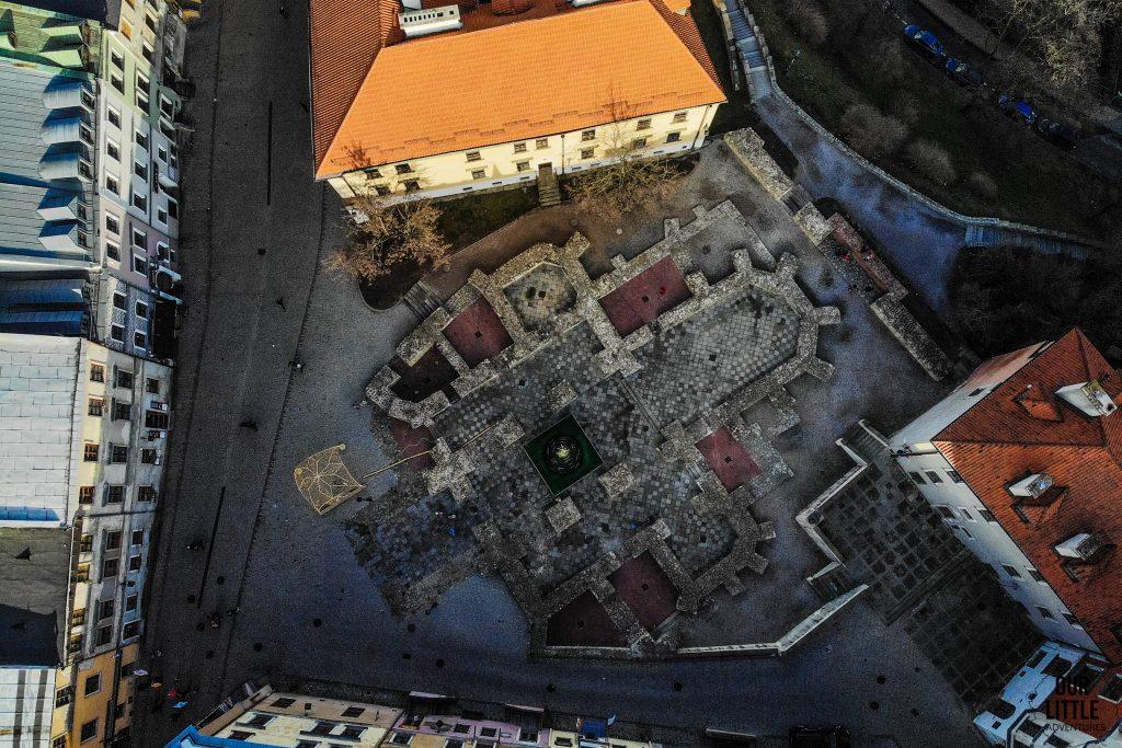 Plac na farze widok z drona