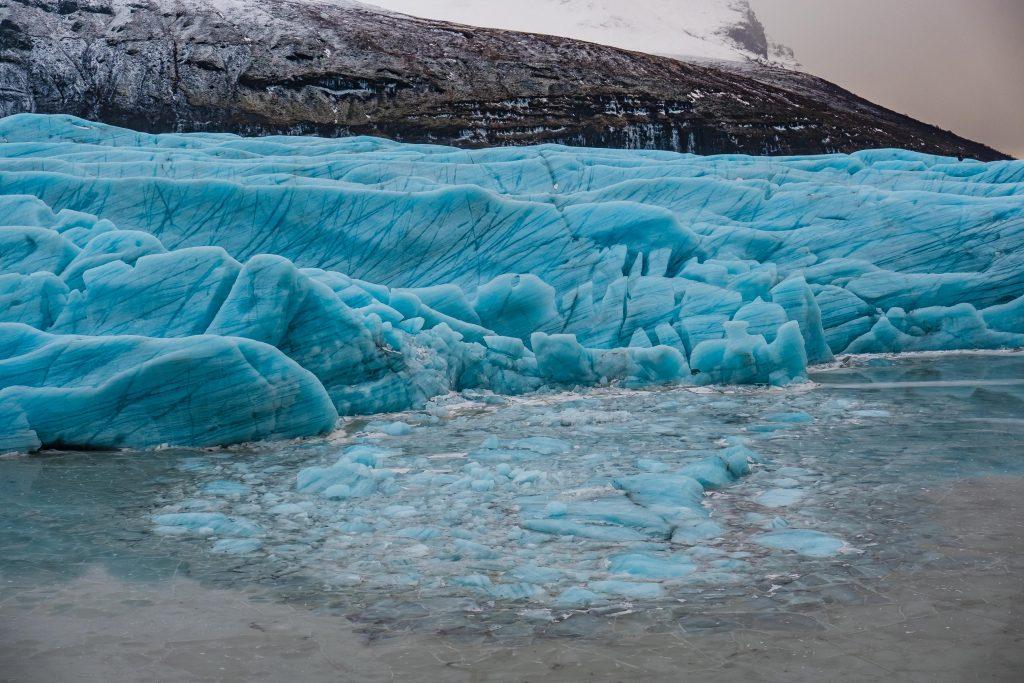 Svinafellsjokull jęzor lodowca zimą
