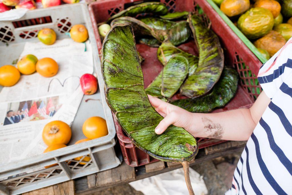 ogromny zielony groszek na targu w Villa del Leyva