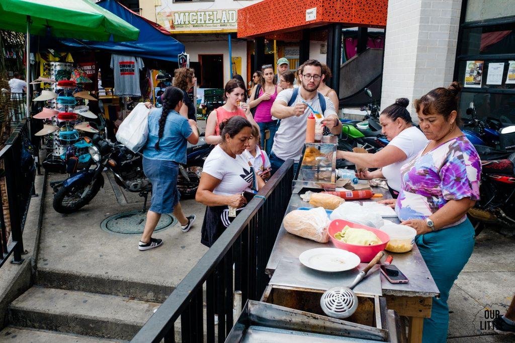 Poczęstunek w 13 dzielnicy Medellin