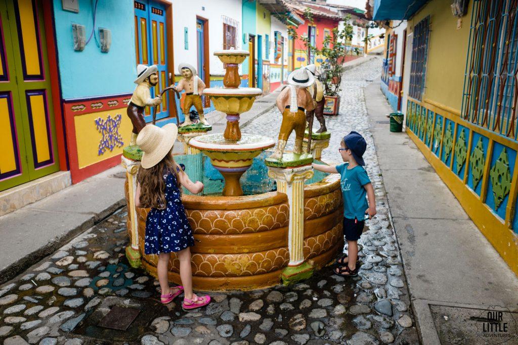 Guatape - kolorowe uliczki, Kolumbia