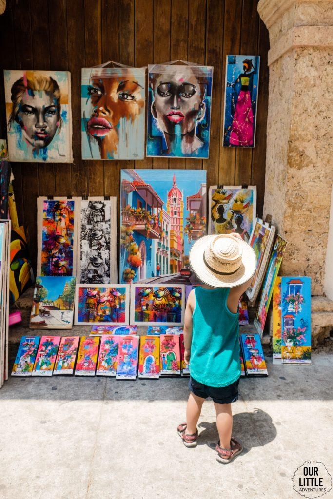 Wystawa sztuki na ulicach Cartageny