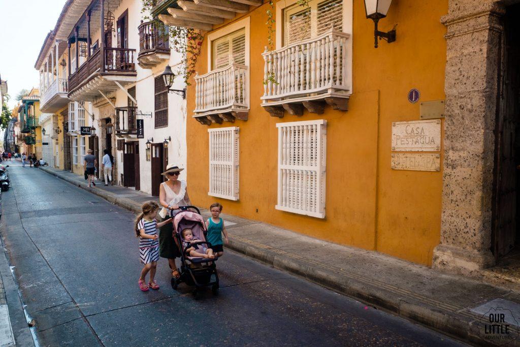 Ulice Cartageny z wózkiem