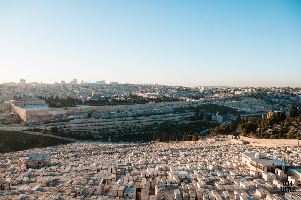 Widok ze wzgórza Oliwnego na Jerozolimę.