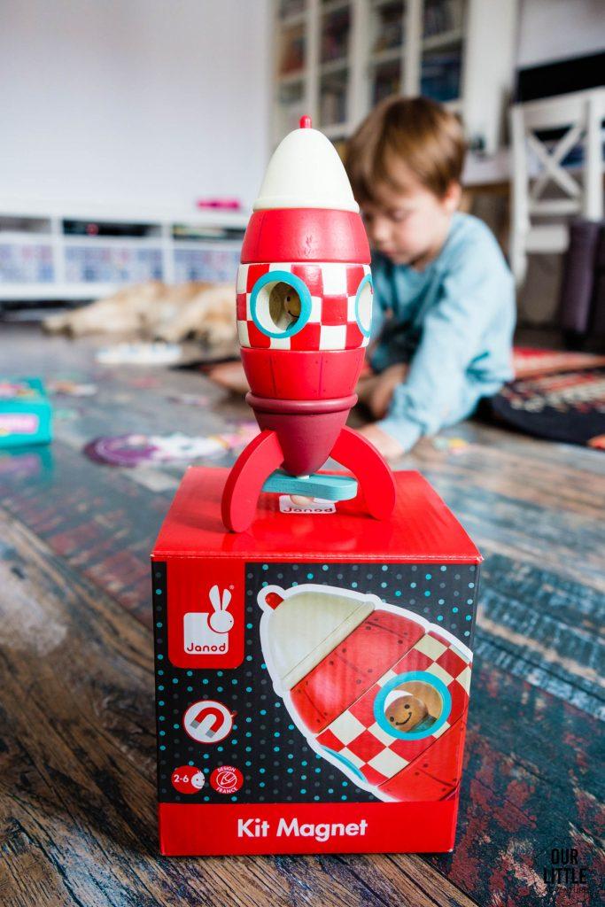 Drewniana magnetyczna rakieta Janod, kosmos dla dzieci, prezenty na Dzień Dziecka