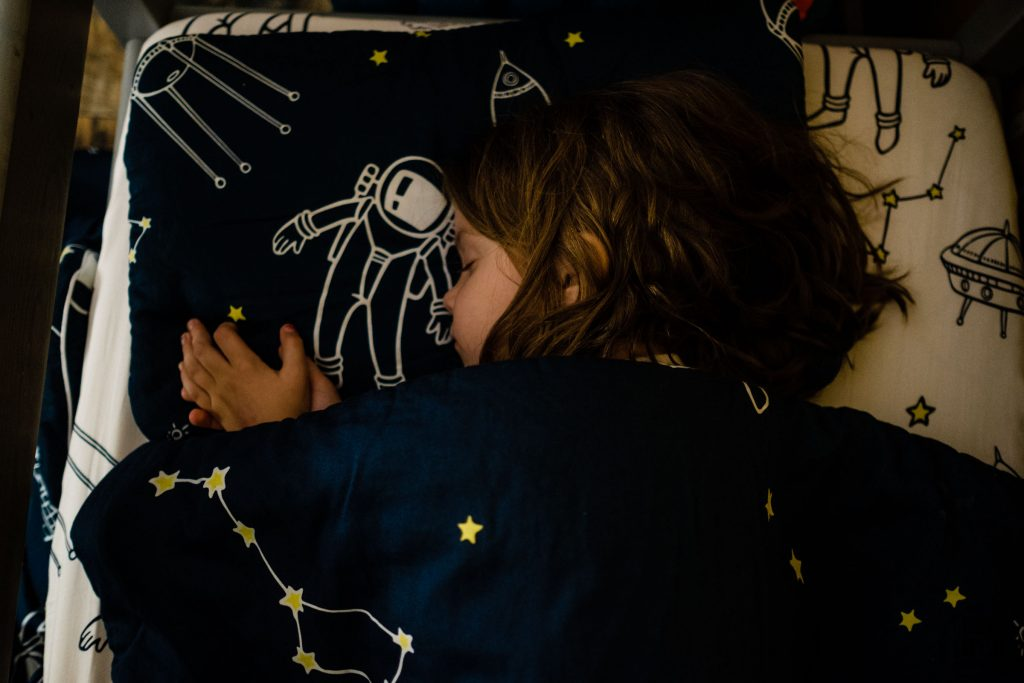 Kosmiczna pościel Kidspace, kołysanki dla dzieci, książki na dobranoc