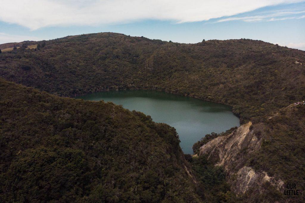 Laguna Guatavita widoczna wyrwa odprowadzająca wodę