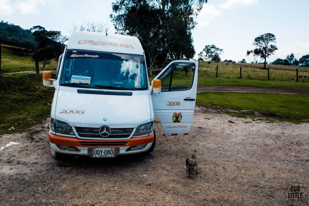 Bus którym się wraca do parkingu przed wejściem do Laguny Guatavita