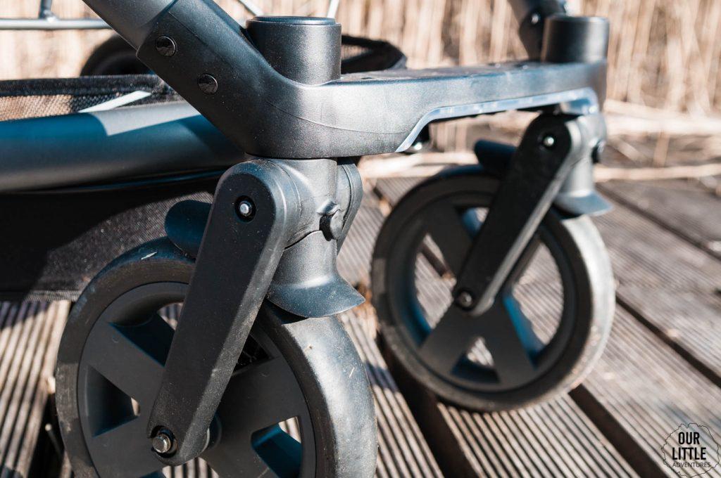 system odczepiania przednich kół w wózku X-lander X-cite