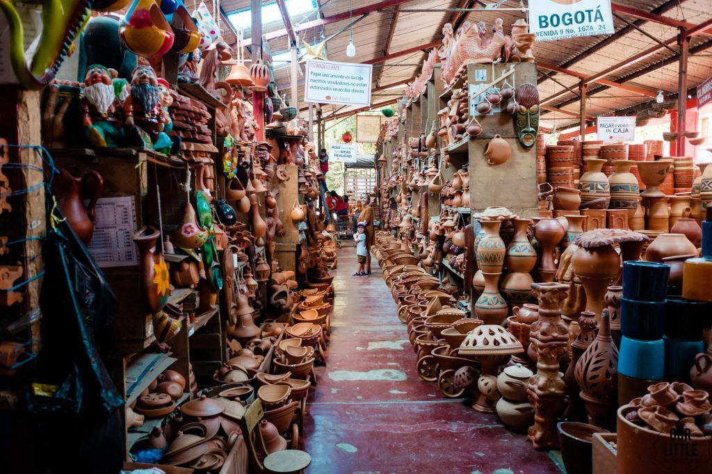 Wyroby garncarskie w sklepie w Raquira
