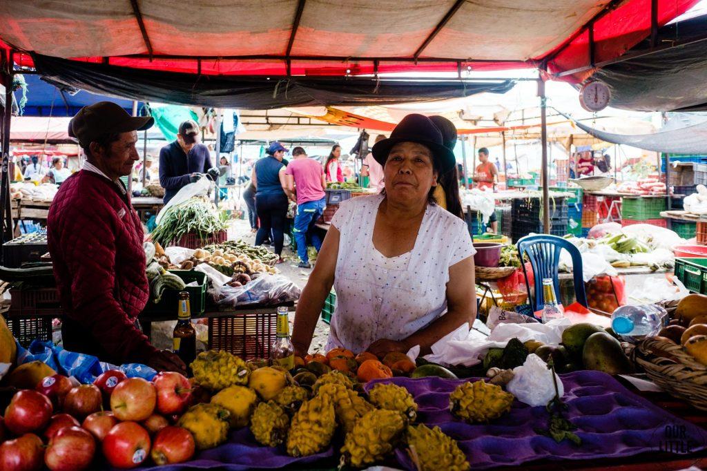 Sprzedawczyni owoców na targu w Villa de Leyva
