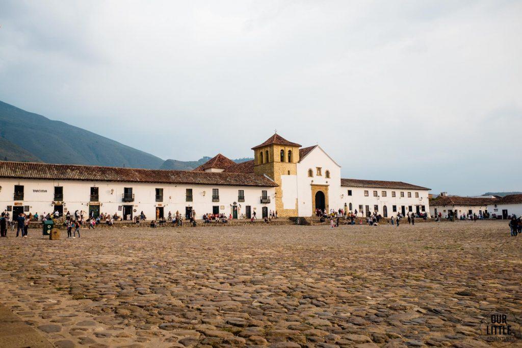 Główny plac z kościołem w Villa de Leyva