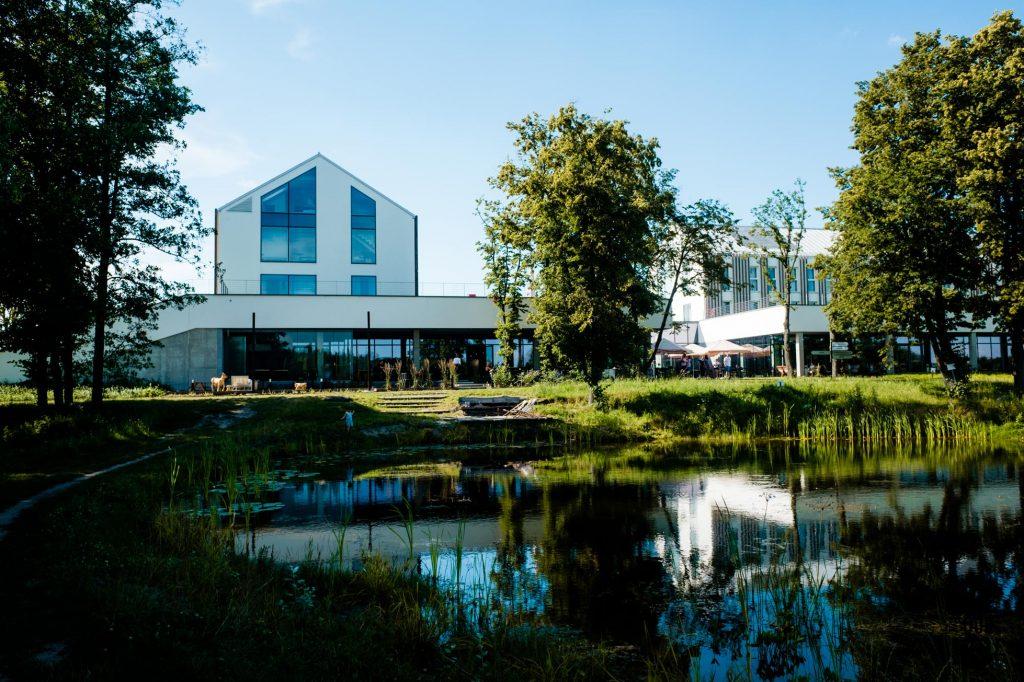 House for Rest - leśny reset w nowoczesnej stodole pod Warszawą, Folwark Łochów
