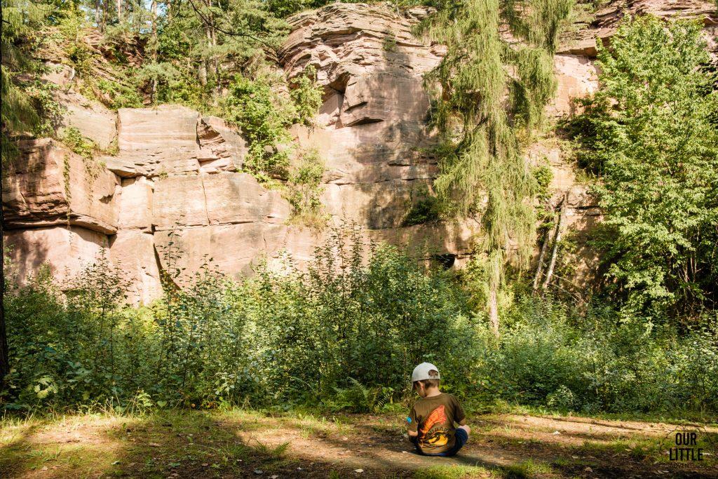 Kamieniołom w Ciosowej Ruiny zakładu hutniczego w Bobrzy