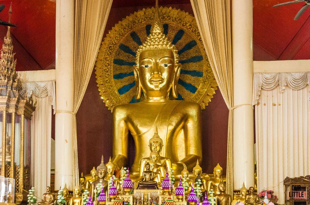 Złoty Budda w Wat Phra Singh
