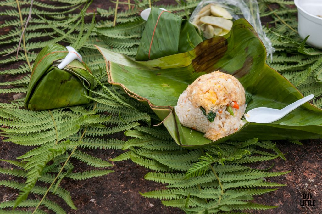 Ryż z warzywami zawinięty w liście bananowca