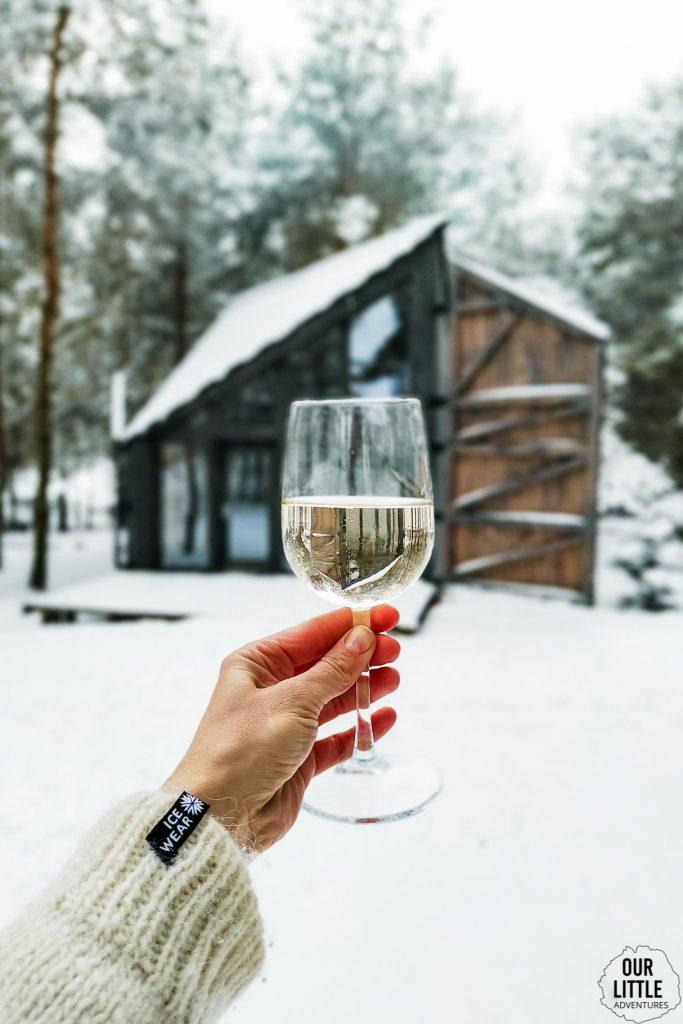 Pijemy wino z widokiem na bookworm cabin