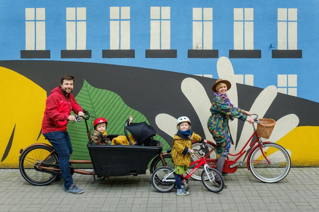 Rower cargo z dziećmi i rodzicami