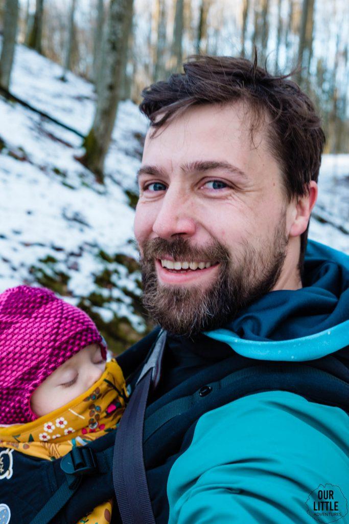 Selfie ojciec z dzieckiem w nosidle Tula