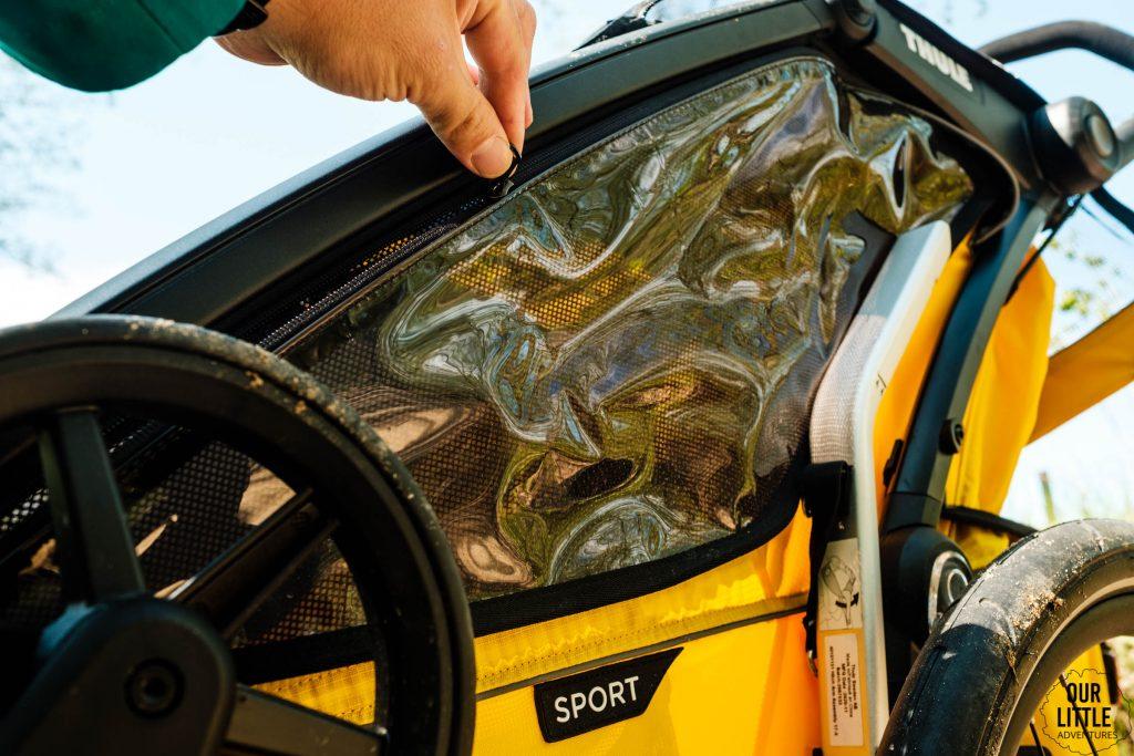 Otwierane okno w przyczepce do biegania Thule Sport 2