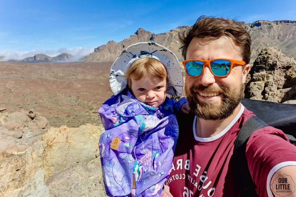 Ojciec z córką podczas trekkingu na Roques de Garcia