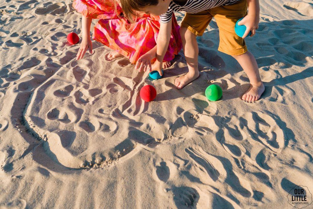 Gra w bule na plaży
