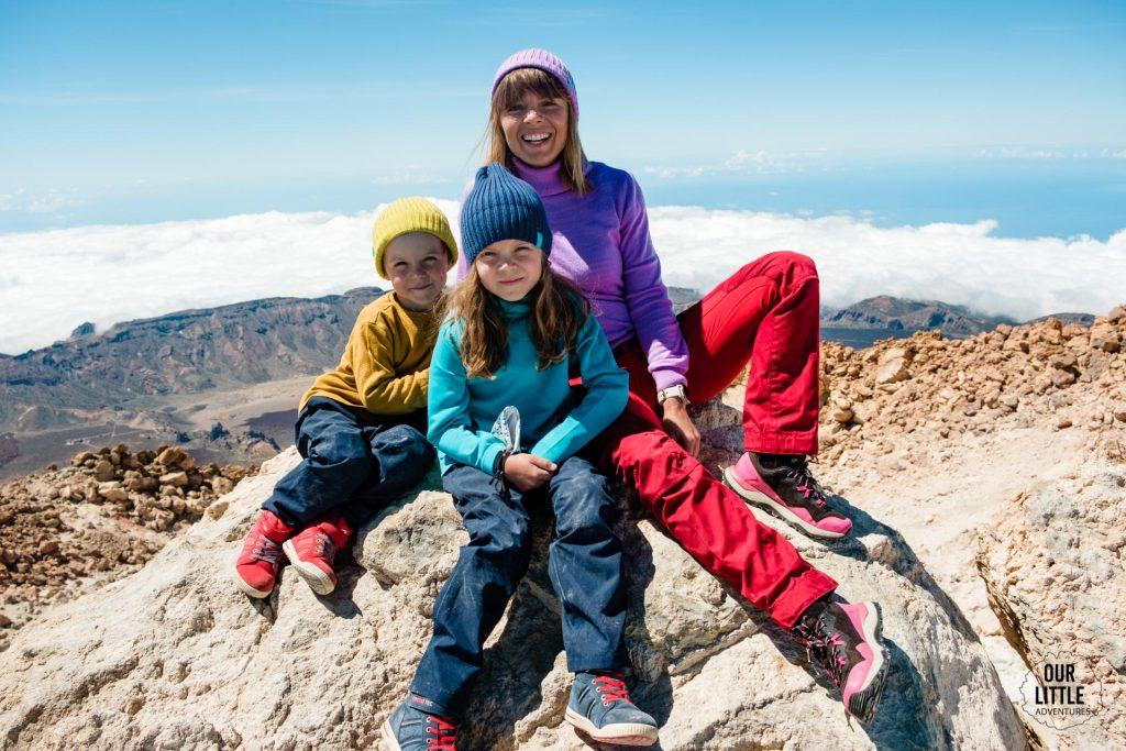rodzina na szczycie najwyższej góry Hiszpanii el pico del Teide