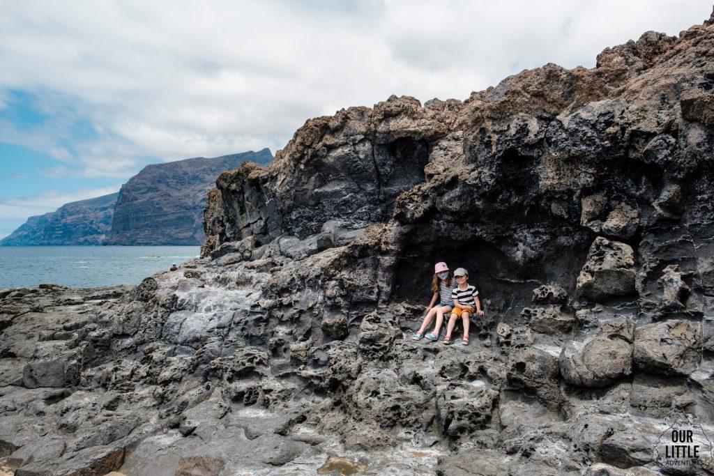 Skaliste nabrzeże w Los Gigantes