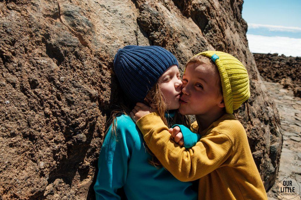 dzieci na szlaku na El Teide
