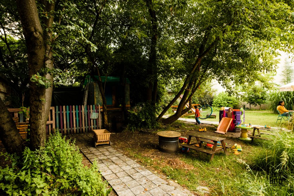 Warszawa - 5 najfajniejszych restauracji z ogródkiem przyjaznych rodzinom z dziećmi - DZiK ul. Belwederska - Our Little Adventures